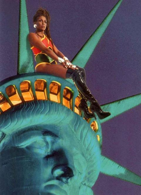 2_renee_cox_chilling_with_liberty_1998_0